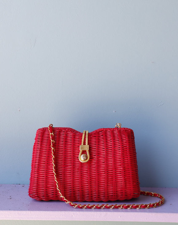Red Wicker Purse w/gold chain shoulder strap.⁣ ⁣