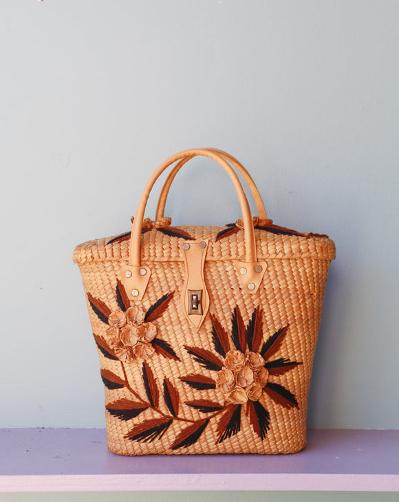 Straw Rattan tote bag embellished with a brown flowers