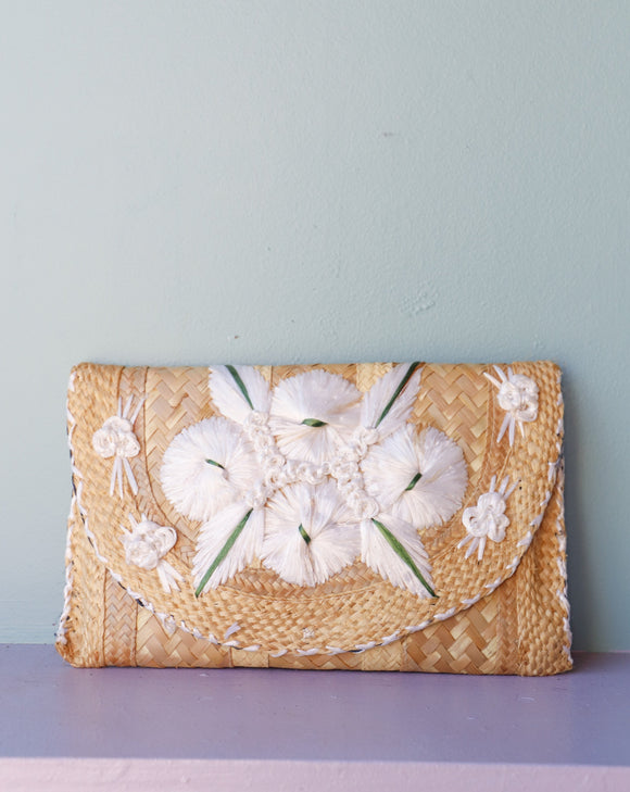 1980's Woven straw clutch with white flowers