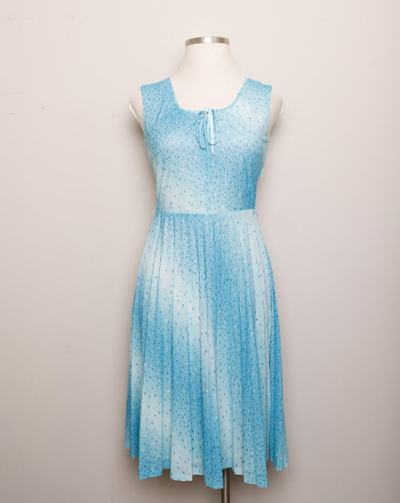 1970's Sleeveless Celeste Ombre pleated dress with blue speckle print and bow tie