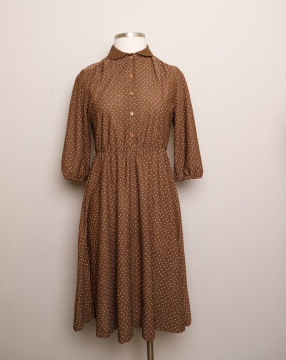 1970's Brown 3/4 sleeve shirt waist dress with a dainty triangle speckle print and peter pan collar