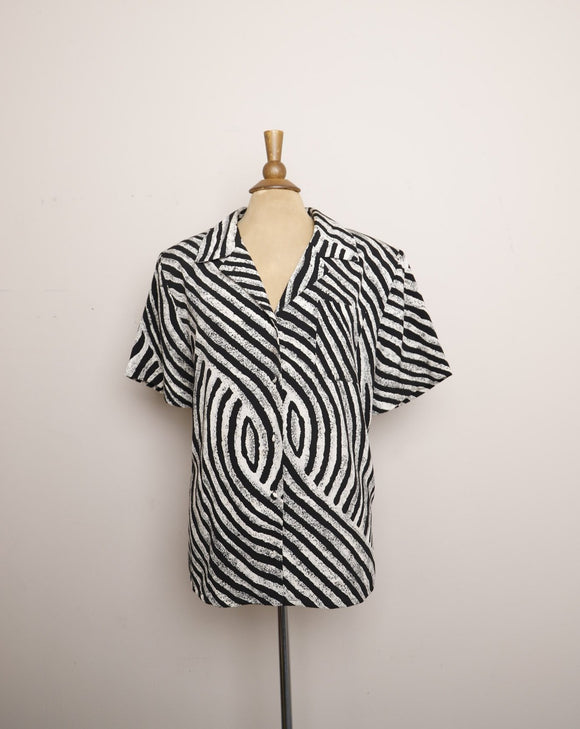 1990's Black and White Swirl button down plus size top