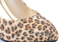 Load image into Gallery viewer, Leopard Shimmer Gold Low Heel Classic Pumps