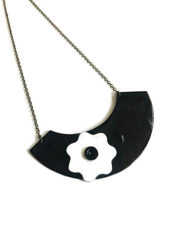 Black & White Clay Flower Necklace, Retro 60s Mod Fashion