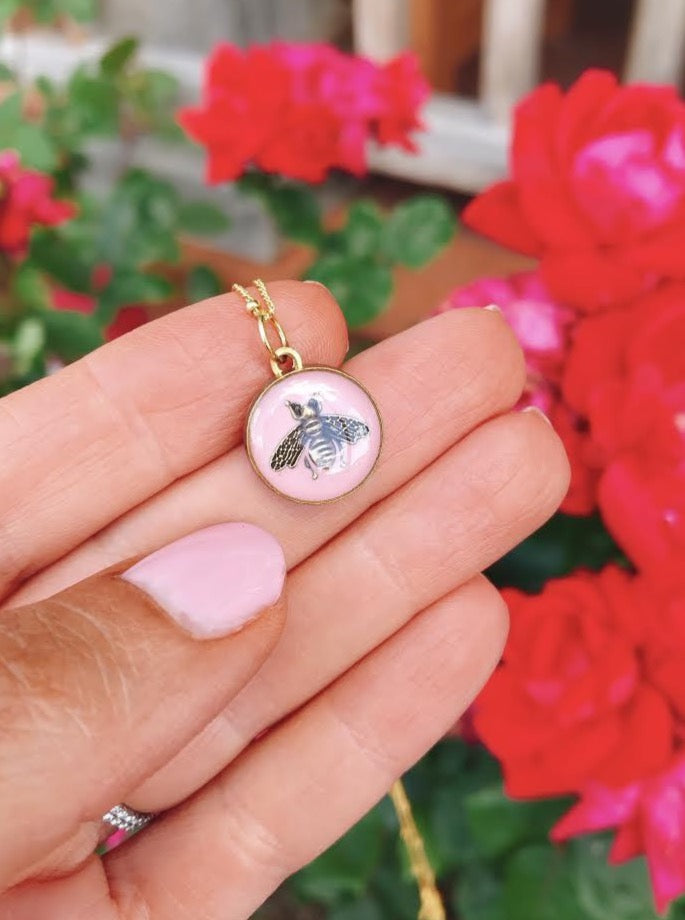 PINK BEE BUTTON NECKLACE