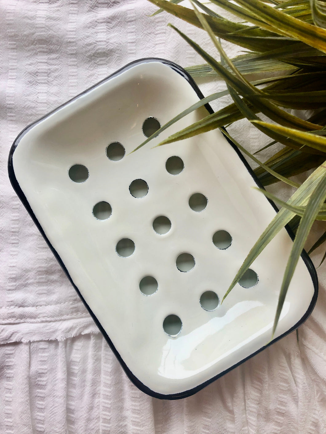 ETERNAL WHITE ENAMELED Soap Dish