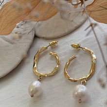 Load image into Gallery viewer, Crushed Metal Gold Hoop Earring with Freshwater Pearls
