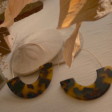 Load image into Gallery viewer, Acetate  Mod 60's Statement Wire Earrings in Tortoise Shell