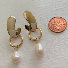 Load image into Gallery viewer, Mid century modern design drop earring with freshwater pearl drops