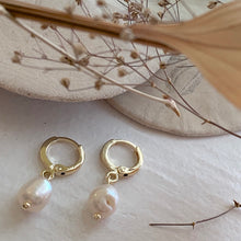 Load image into Gallery viewer, One touch gold hoop earrings with freshwater pearl drops