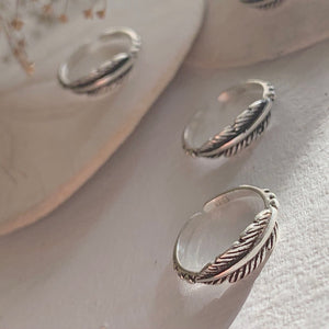 Sterling silver feather design toe ring