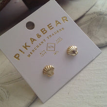 Load image into Gallery viewer, Gold seashell stud earrings