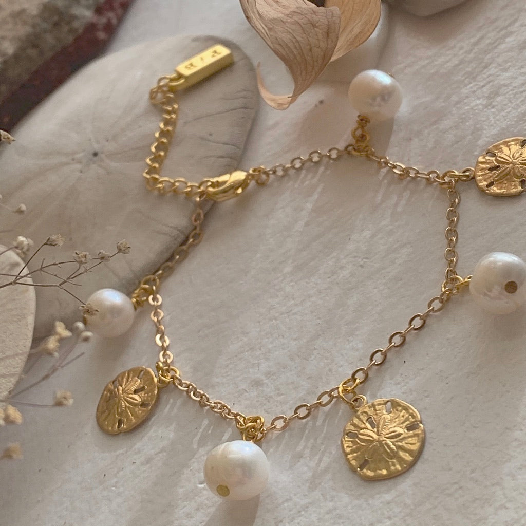 Pearl and Sandollar Charm Bracelet in Gold