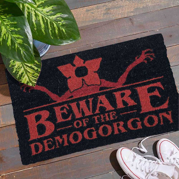 Stranger Things - Tapete Beware of the Demogorgon PYRAMID