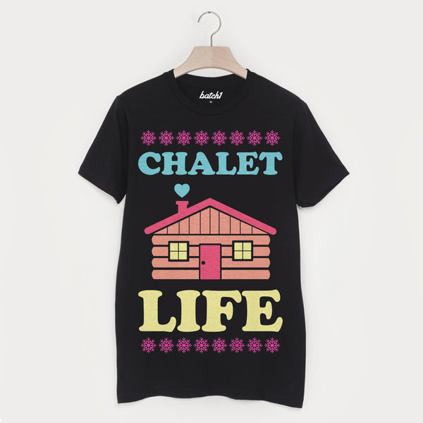 Chalet Life – Men's Winter Retro Après Ski Snowboard Slogan T-Shirt