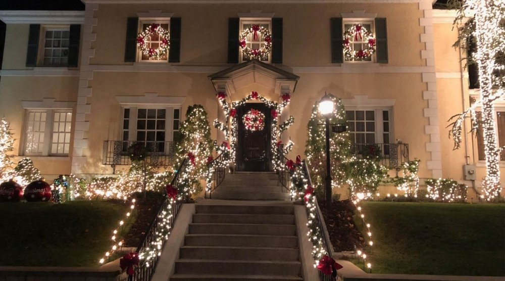 Visiting Dyker Heights Christmas Lights | My Christmas
