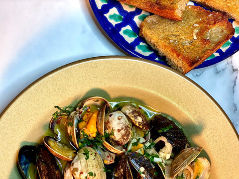 steamed mussels and clams with white wine and garlic
