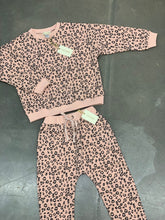 Load image into Gallery viewer, Leopard Sweatpants