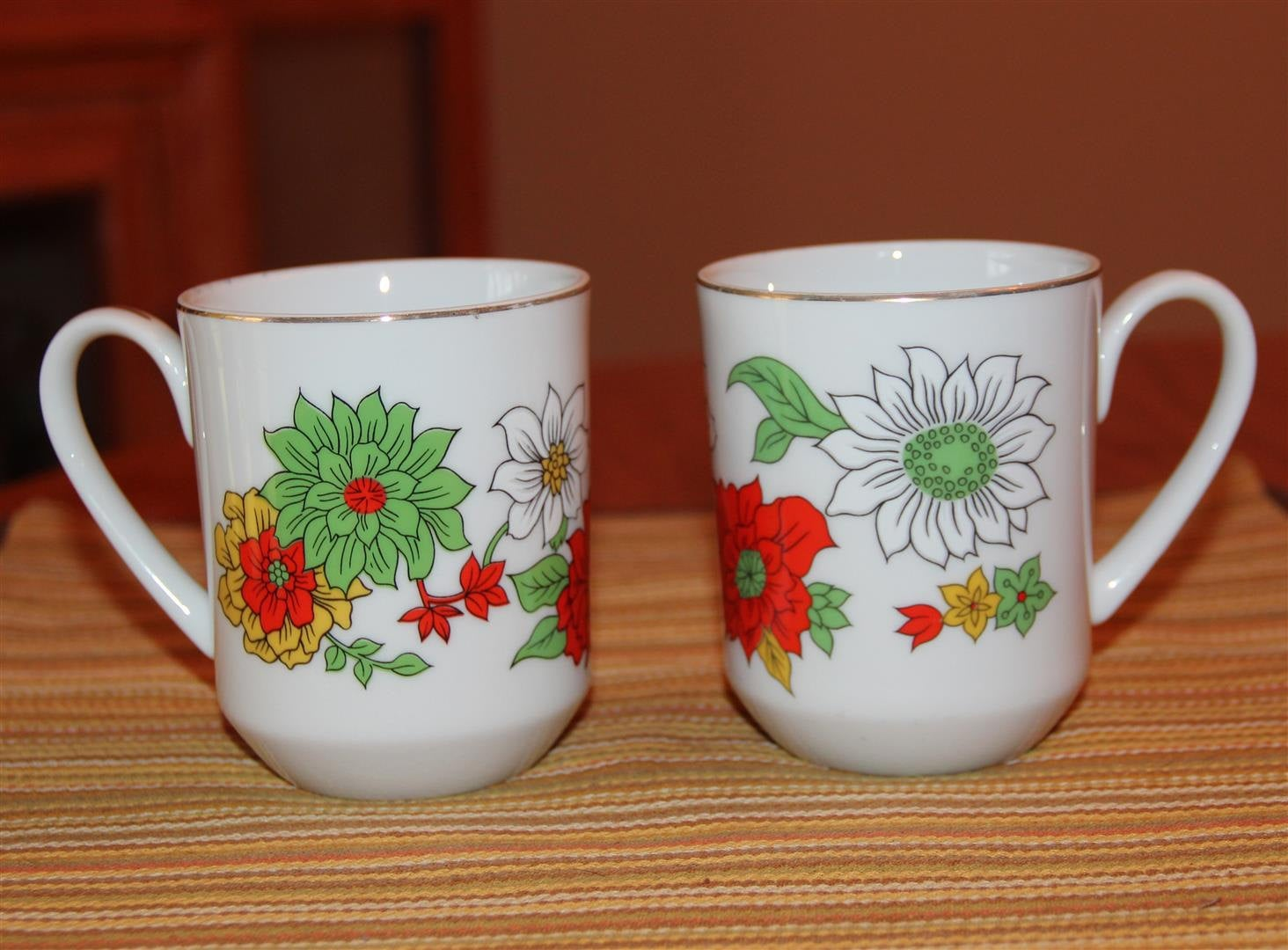 Creative Japan Floral Mug Gold Trim Flowers Set of 2.