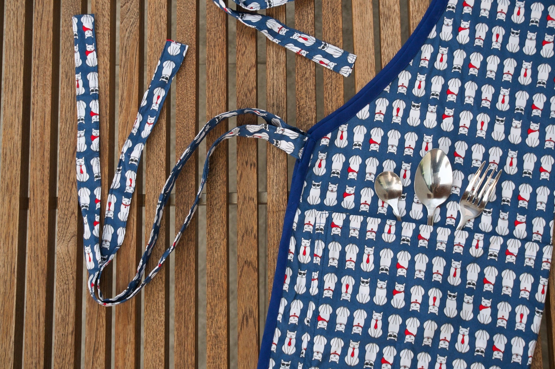 apron cats blue