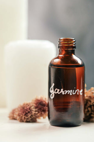 jasmin, essential oils, domestic bliss, domesticity, mydomesticity, blog, how aromatherapy and crystals add romance to the bedroom