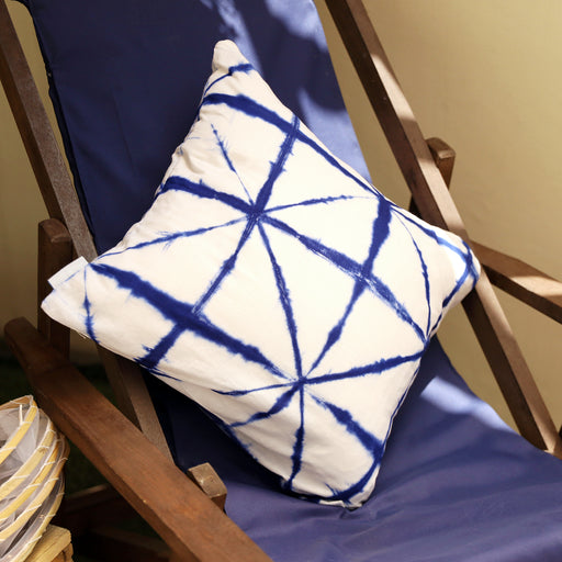Adds a dose of summer to your lounge area both outdoors and indoors. Handmade from cotton material with Shibori tie-dye patterns. Available in the Philippines through Domesticity.