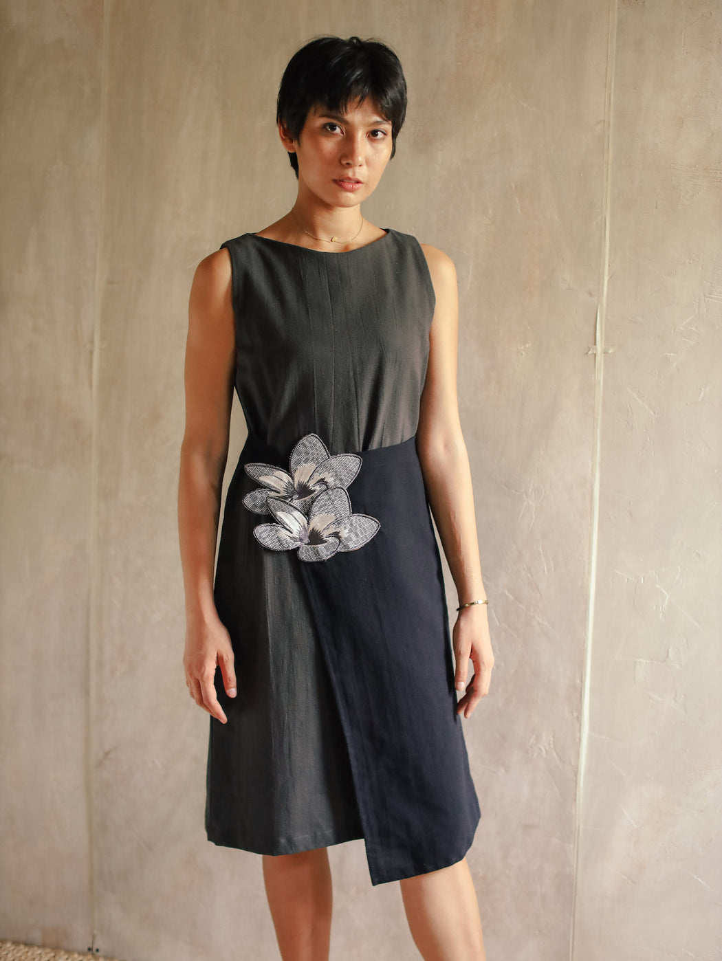 Olivia Embroidered Shift Dress - Dark Grey & Black