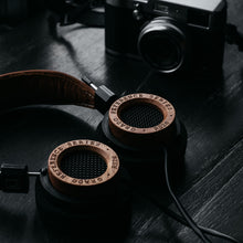Load image into Gallery viewer, GRADO RS2e Headphones