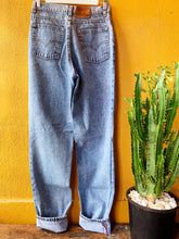 Load image into Gallery viewer, Vintage Levi 531 Blue Stonewash