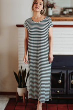 Load image into Gallery viewer, Charlotte Cap Sleeve Maxi Dress