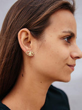 Load image into Gallery viewer, Eye to Eye Earrings, Gold