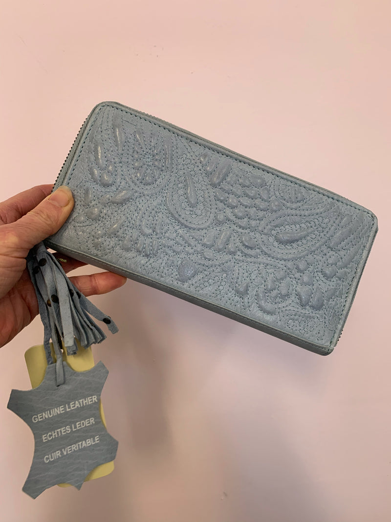 TAYLOR CLUTCH - LIGHT BLUE