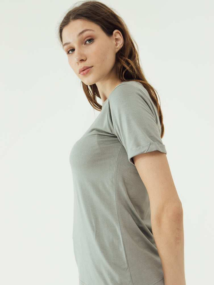 Load image into Gallery viewer, Number 61 Lipat Basic Women T-shirt in Green