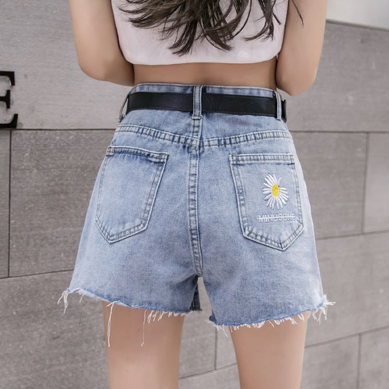 New Fashion Daisy Embroidered Hot Pants