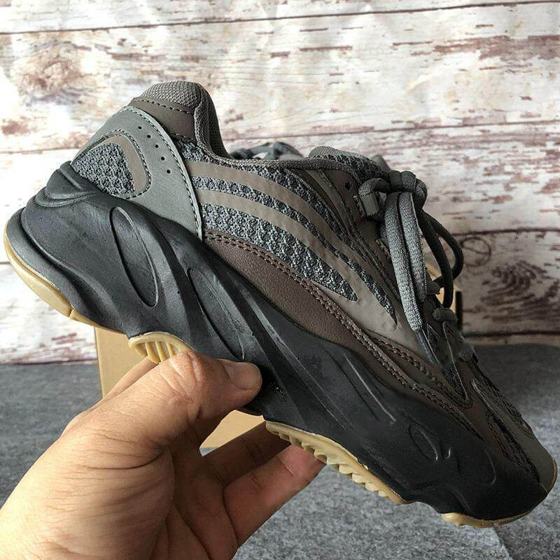 Utility Black 700 V2 Kanye West Geode Static Men Running Shoes Vanta Inertia Runner Wave Solid Grey Women Sports Sneakers US 5-11.5
