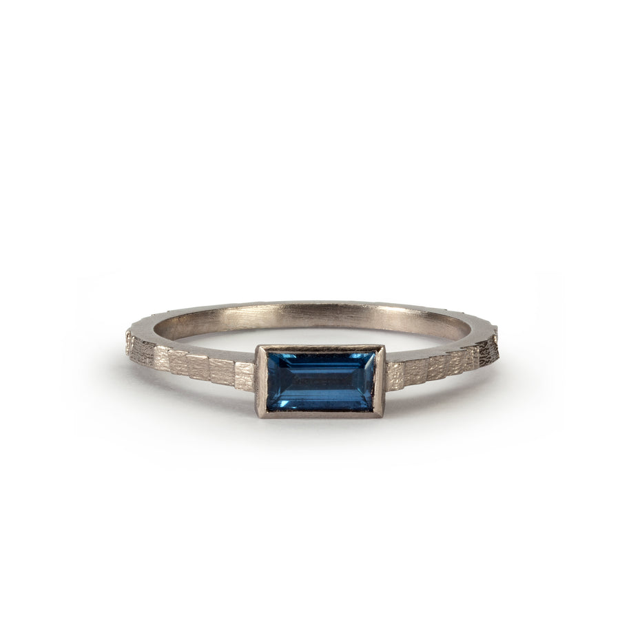 Single square band with baguette cut Sapphire