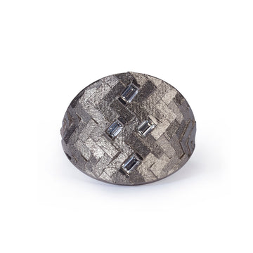Small parquet shield ring