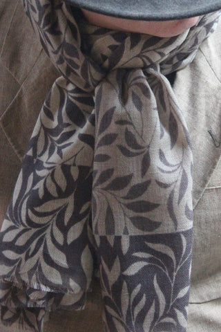 Leaf TD Grey scarf Get 15 euro discount at check out
