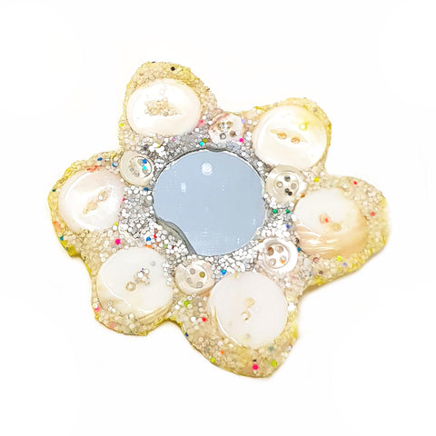 WHITE FLOWER BROOCH - ANGELA