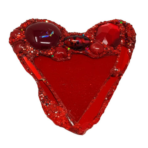 RED GLITTERING HEART BROOCH - LUV
