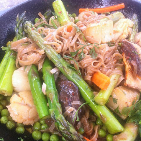 Spring Stir Fry With Asparagus, Peas and Scallop