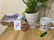 Load image into Gallery viewer, Mum gift hamper - Send to a Friend UK
