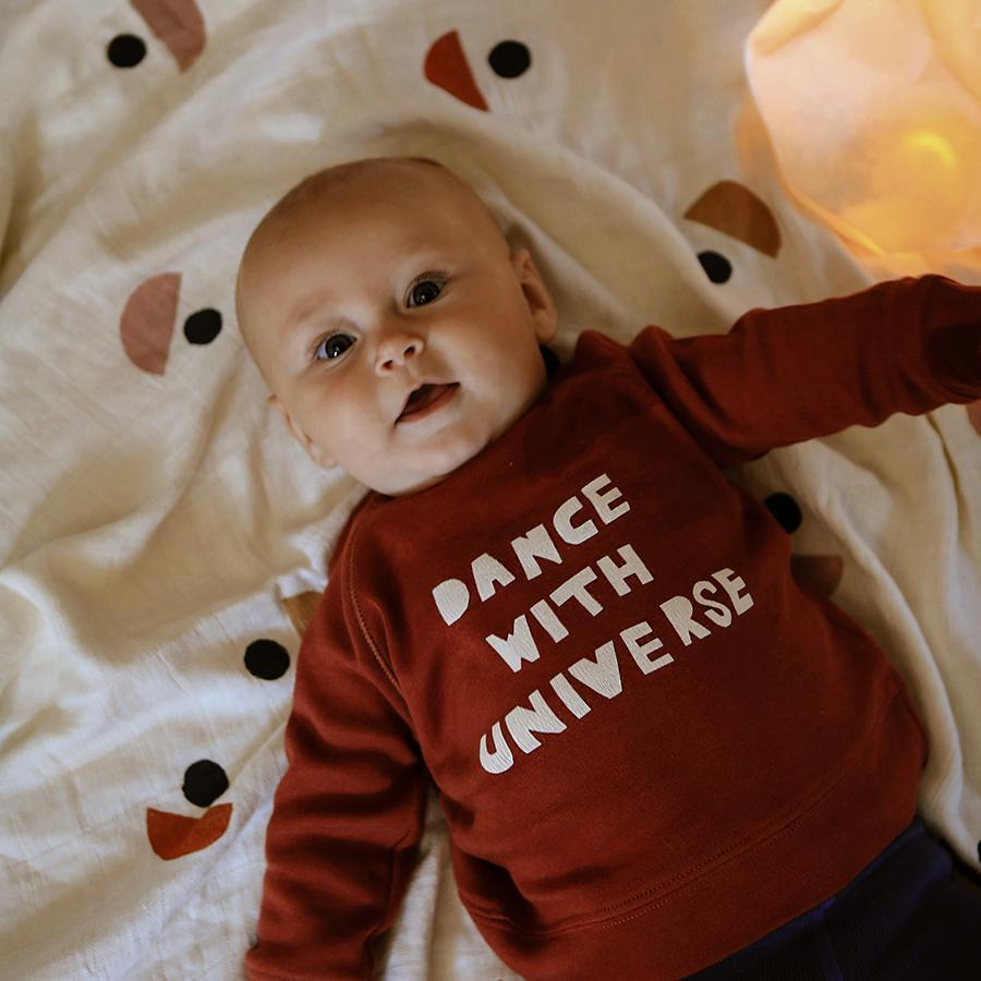 "Jersey-Sweatshirt ""Dance with Universe"" by James Wilson"