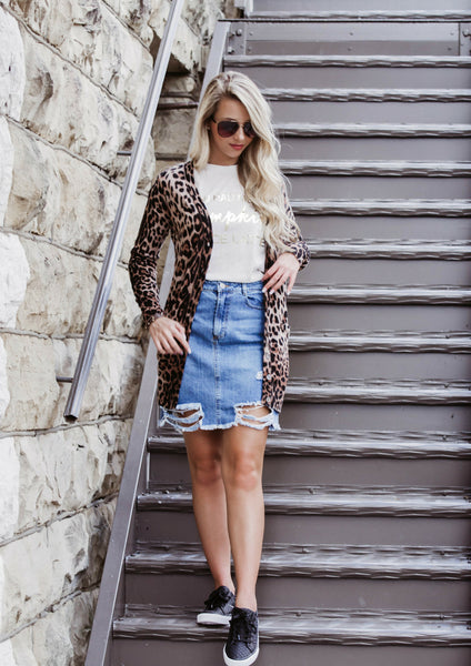 HOW TO STYLE A LEOPARD CARDIGAN AND DISTRESSED MINI SKIRT FOR A CASUAL OUTFIT
