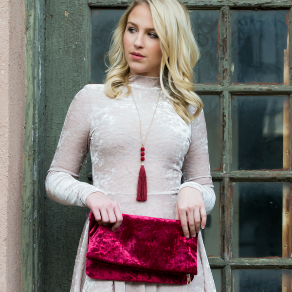 How to style a velvet dress & velvet clutch for the holidays blog