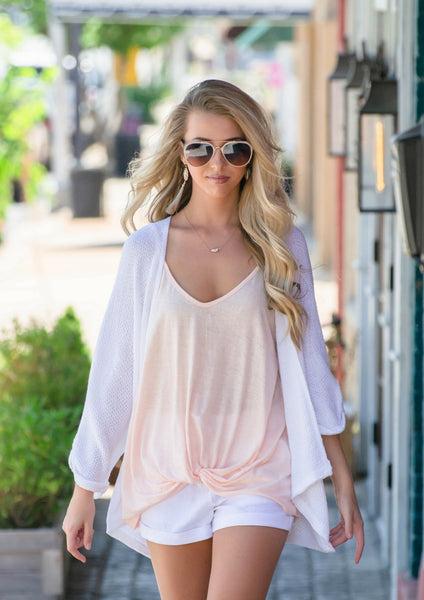 How to style casual summer outfit in white linen shorts & willow bling sandals | shop siloe