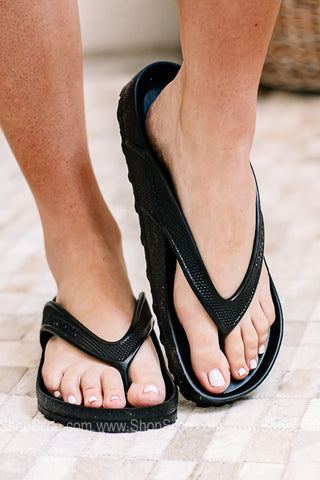 Honolulu Eva Birkenstocks | Black | Regular