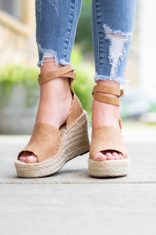 Scalloped Espadrilles Wedges | Tan