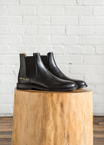 Common Projects Chelsea in Leather Black