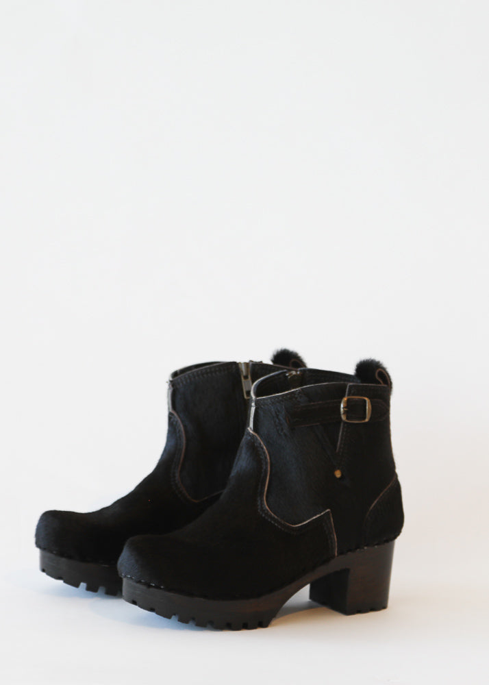 No. 6 Leather Buckle Boot in Black Pony